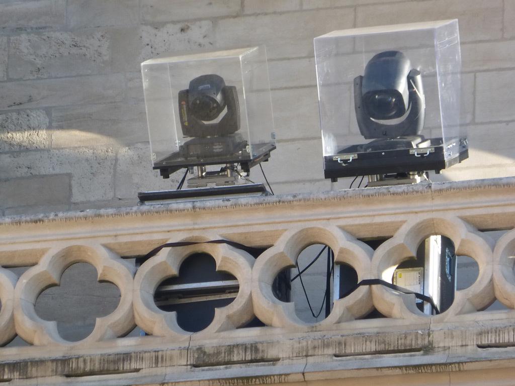 Cathédrale Saint-Jean, Lyon, France - Lyon, France - Détail d'implantation des projeteurs en façade de jour pour le spectacle Evolutions de EZ3kiel