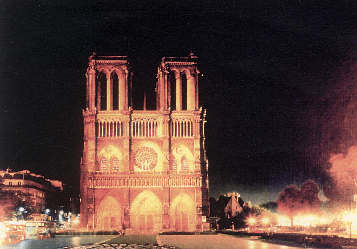 Cathédrale Notre-Dame de Paris, France - Projet du concours de mise en lumière 1989 © Italo Rota, avec Louis Clair