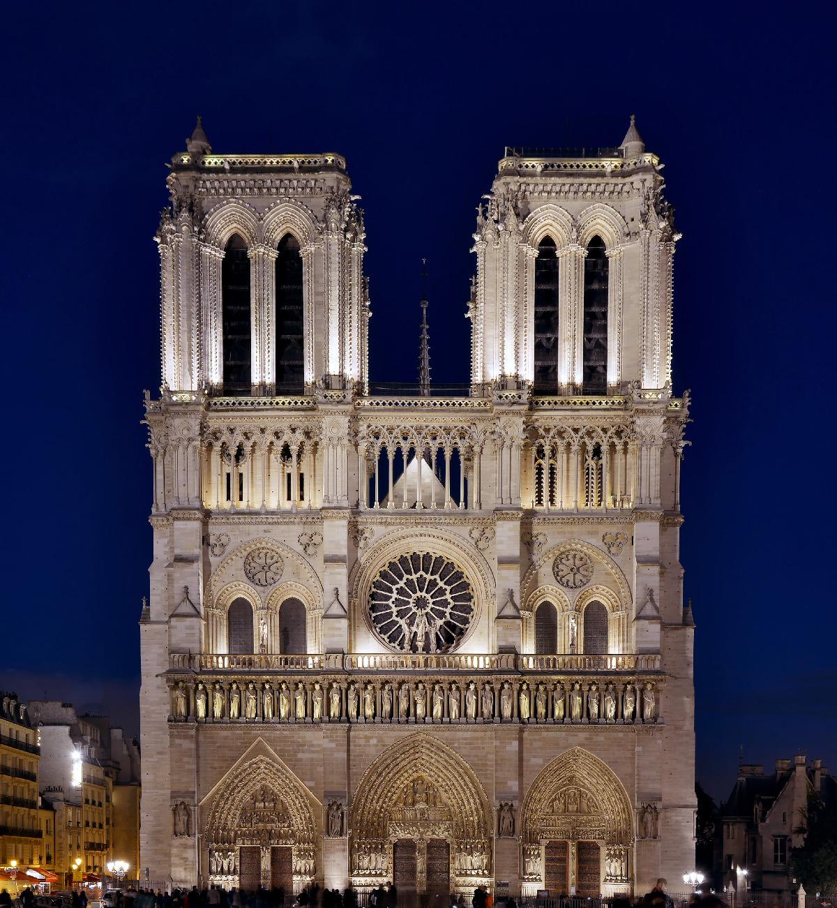 Cathédrale Notre-Dame de Paris, France - façade occidentale de nuit - Conception lumière : Roger Narboni, Concepto et Louis Clair, Light Cibles avec Italo Rota