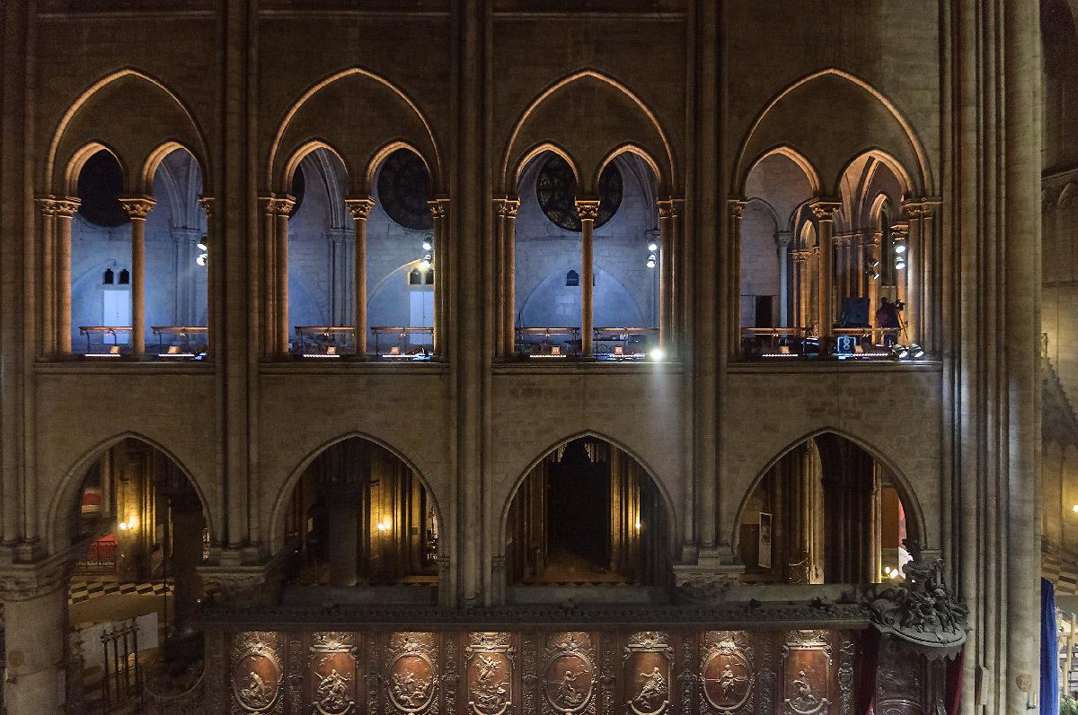 Cathédrale Notre-Dame de Paris, France - tribune à claire-voie, intérieur - Conception lumière : Armand Zadikian