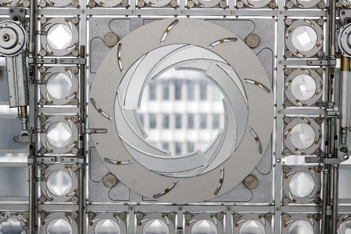 Institut du Monde Arabe IMA, Paris, France - détail grand iris des moucharabiehs, vue intérieure - Architectes Jean Nouvel et Architecture-Studio, DVVD