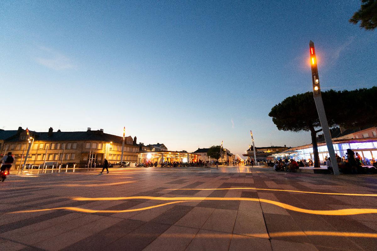 Place du commando, requalification du front de mer, Saint-Nazaire, France - Paysagiste : Phytolab - Concepteur lumière : Studio Vicarini