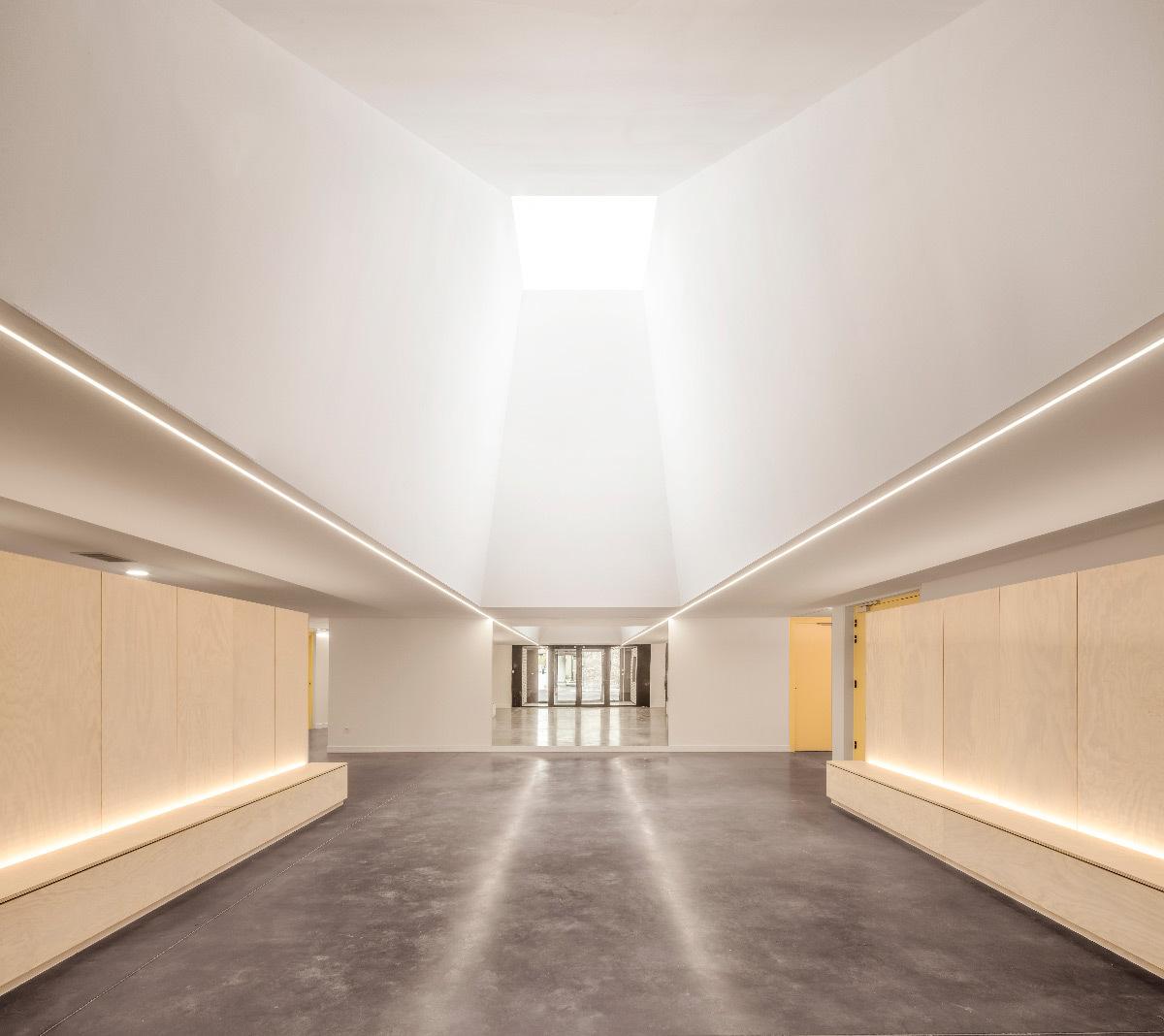 Puits de lumière du jour dans l'axe de l'entrée - Opus 5 architectes