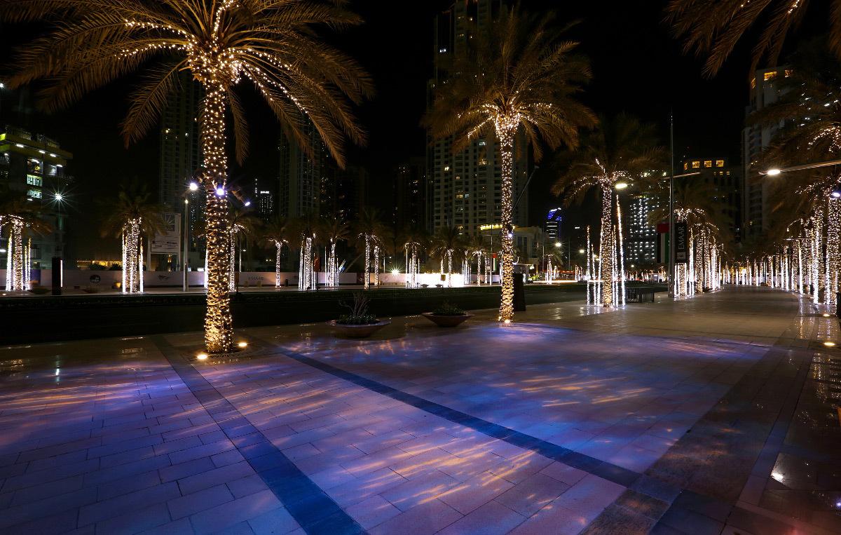 Boulevard Emaar, Dubaï, Émirats Arabes Unis - Concepteur lumière : Umaya Lighting Design - Projecteurs à gobo : CL-PROFILE LED