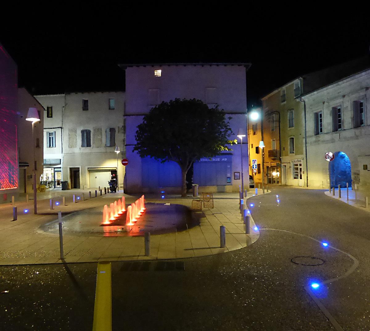 Place Louis Rey, Lunel, France - Architecte urbaniste : Lebunetel + Associes - Concepteur lumière : ECL Studio - Dampere - Graphiste : Eric Pol Simon © Yves Bral