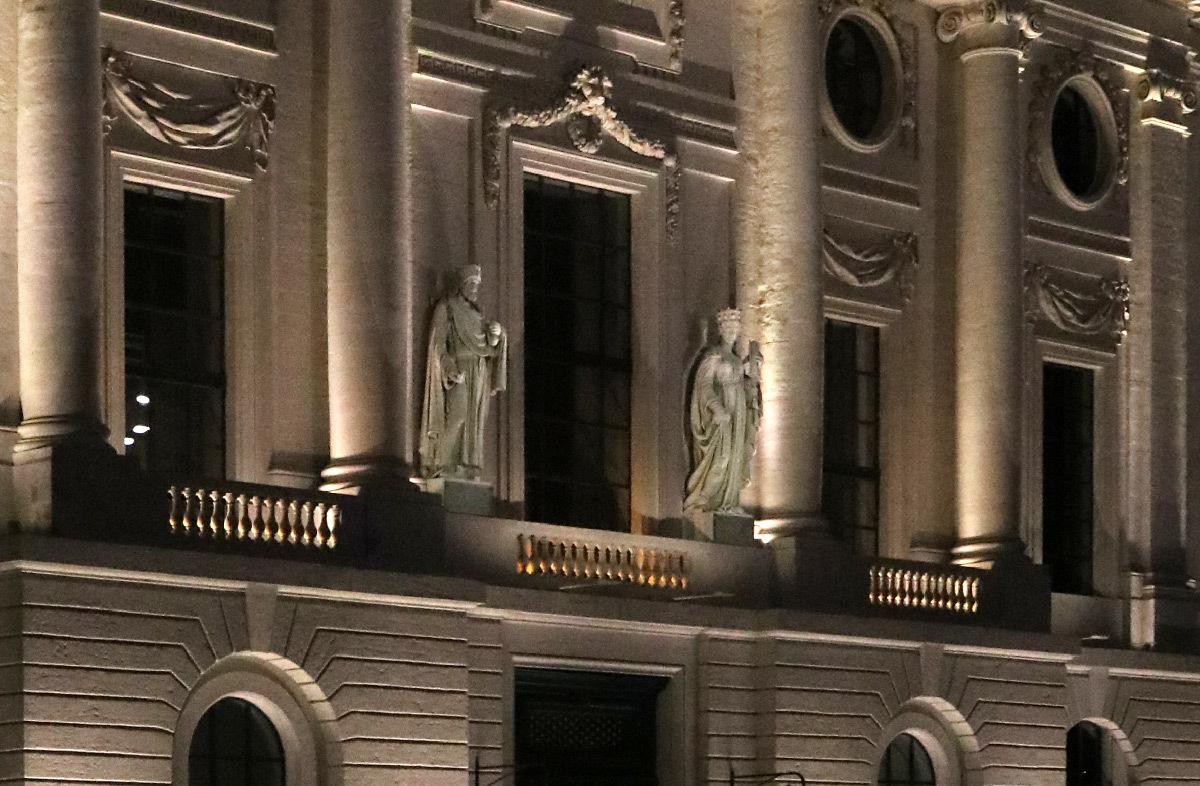 Grand Hôtel-Dieu, mise en lumière, détail du corps central de la façade, quai Courmont, Lyon, France