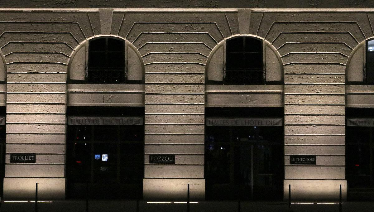 Grand Hôtel-Dieu, mise en lumière, détail de l'aile latérale de la façade, quai Courmont, Lyon, France