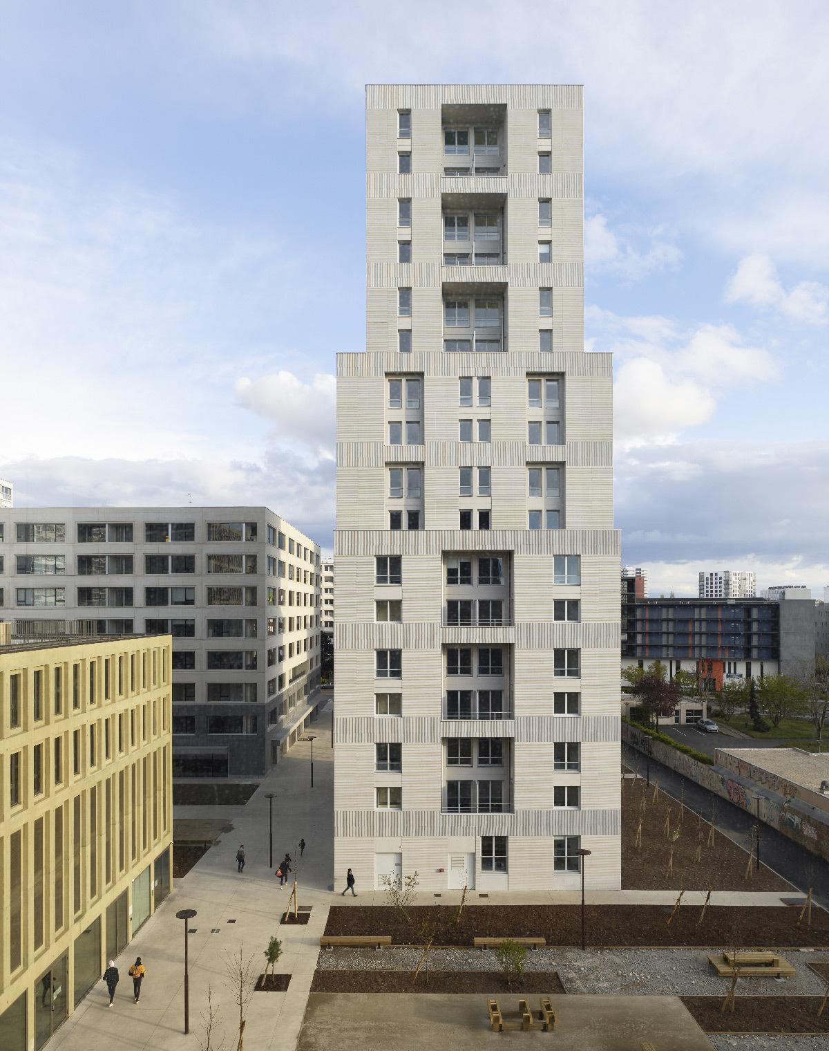 Polaris, Île de Nantes, France - nouveau quartier urbain - Plot 2, logement sociaux et commerce - Architecte : Abinal & Ropars - Kaufman & Broad © Fabrice Fouillet