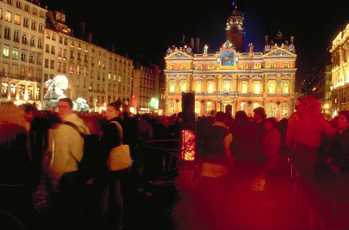 Chromolithe, Hôtel de Ville, façade place des Terreaux, Lyon - Sculpteur de lumière : Patrice Warrener - Festival Lyon Lumières 1999, 1ère Fête des Lumières © Vincent Laganier