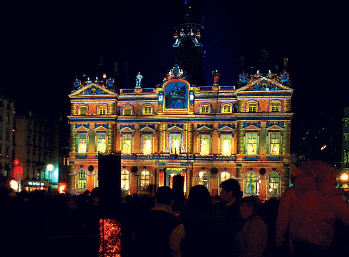 Chromolithe, Hotel de Ville, façade place des Terreaux, Lyon - Sculpteur de lumière : Patrice Warrener - Festival Lyon Lumières 1999, 1ère Fête des Lumières © Vincent Laganier
