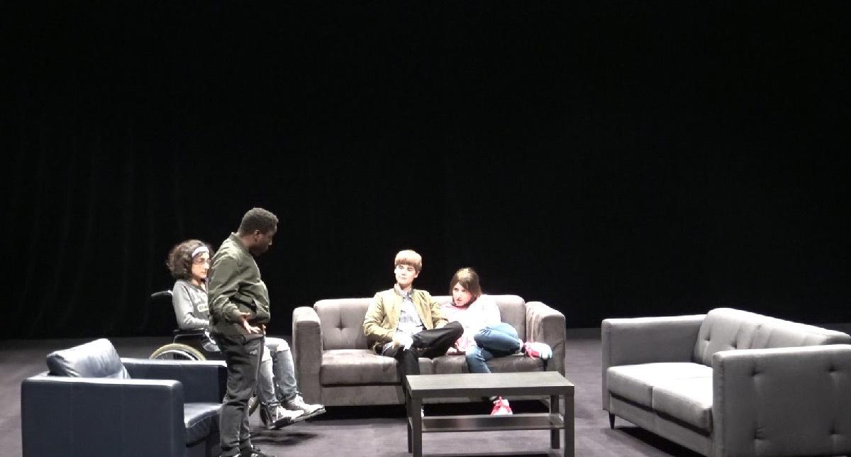 Contes et Légendes, de Joël Pommerat - théâtre d'anticipation - Scénographie et lumière : Eric Soyer - Costume : Isabelle Deffin