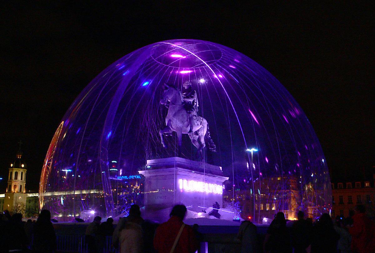 I love Lyon, place Bellecour, Lyon - Architecte scénographe Jacques Rival - Fête des lumières 2006-2007 © Vincent Laganier