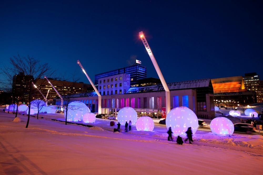 Sphères polaires, par Lucion - Luminothérapie 2010-2011, Quartier des Spectacles, Montréal, Québec
