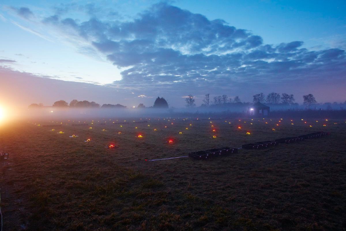 100 drones, spectacle nocturne, au décollage, Tornesch, Allemagne