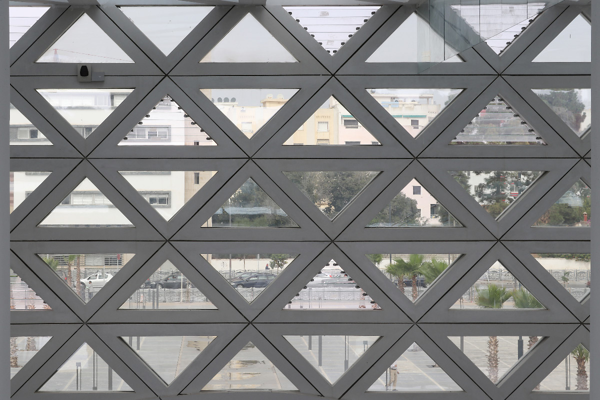 Baies ouvrantes de la gare de Kénitra, Maroc - Architectes : OKA, SDA