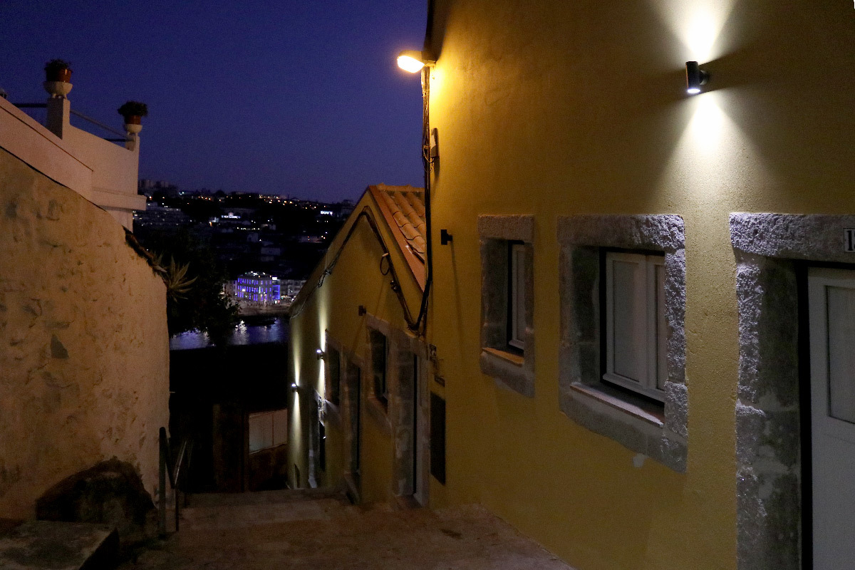 Arco das Verdades, Porto, Portugal - éclairage public des escaliers