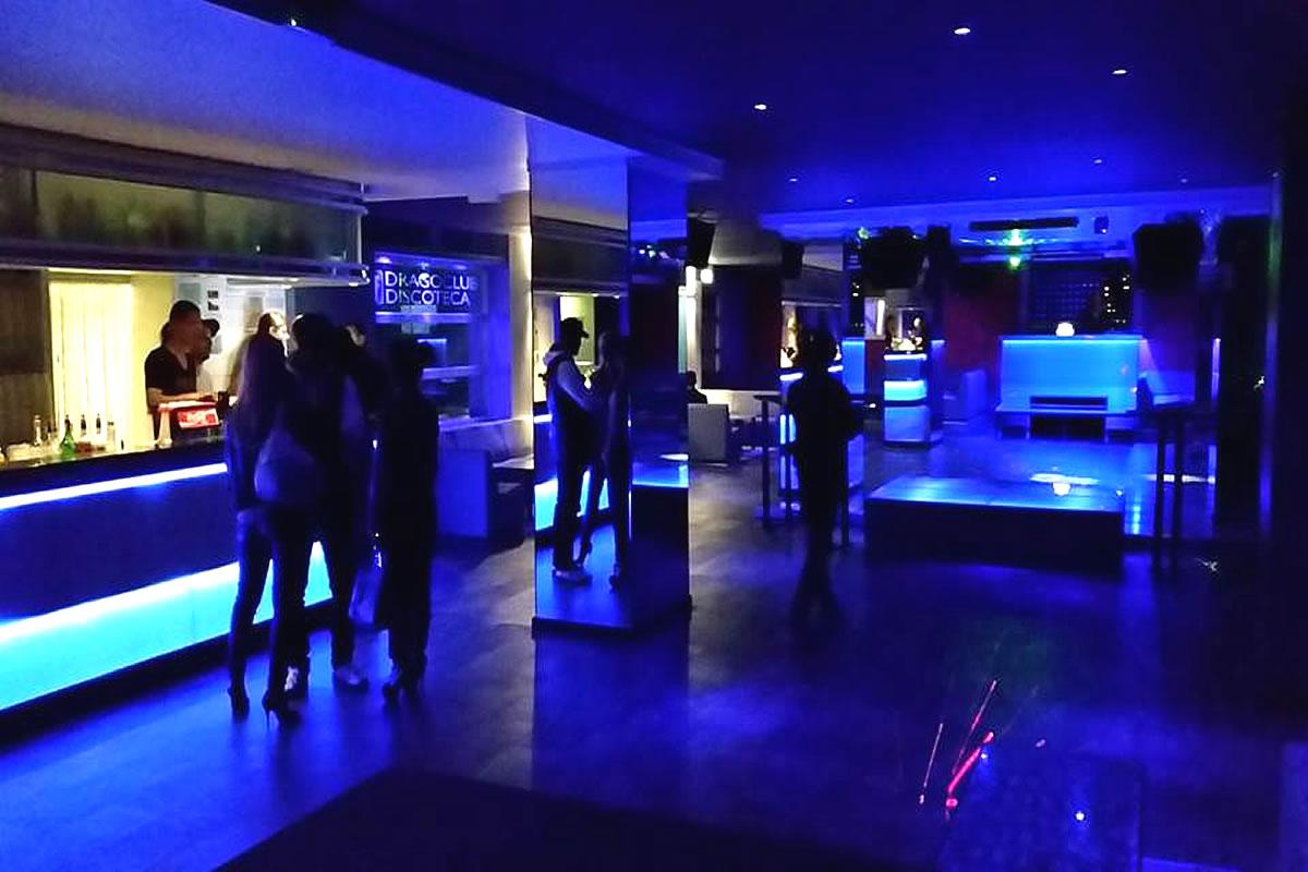 Diskotheken Bars Lignano  Partys Feste am Strand mit DJ