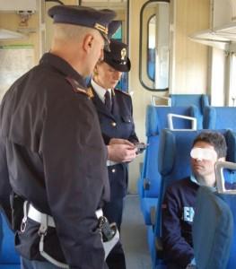 Picchiano controllore sul treno