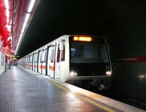 Crolla la volta della metro di Roma, traffico interrotto