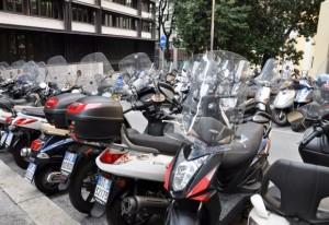 Parcheggiatori abusivi anche per gli scooter