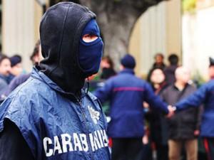 Catania, processione religiosa sotto casa del boss locale