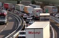 Voltri, tir perde gasolio, code e rallentamenti sulla A10 in direzione Genova