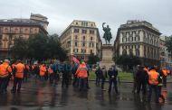 Iren - Corteo blocca Corvetto, traffico nel caos