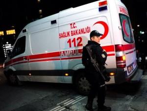 Istanbul, attacco bomba alla fermata del bus