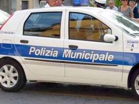 Sestri Ponente, si lancia a tutta velocità con l'auto in Largo Canegallo e si schianta