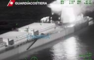 Incendio su rimorchiatore diretto a Genova, 13 marinai soccorsi - VIDEO