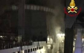 Nave militare in fiamme, intervento dei Vigili del Fuoco alla Fincantieri