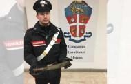 Albenga, aggredisce i genitori e minaccia i Carabinieri con un machete