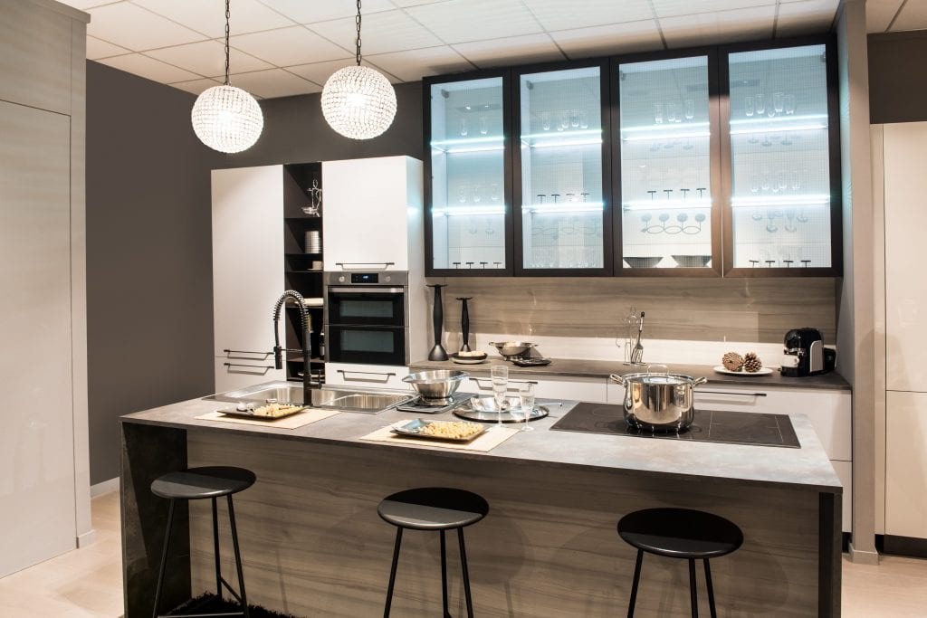 Sul costo dell'arredamento sicuramente incide molto la cucina. Arredare Casa Con 10000 Euro Quali Negozi Scegliere