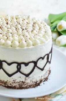 Nevina torta ukrašena je pomoću french tipa