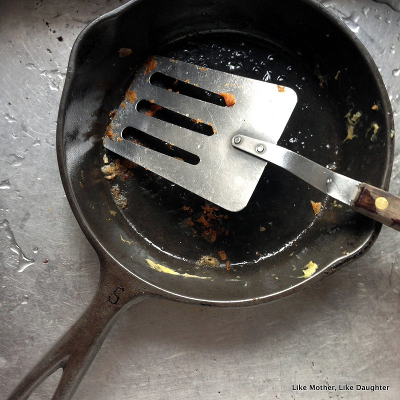cleaning cast iron the Auntie Leila way-001