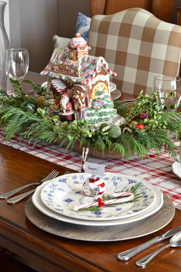 christmas-tablescape-with-real-greenery