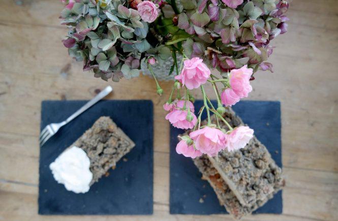 Grießkuchen mit Birnen und Nussstreuseln