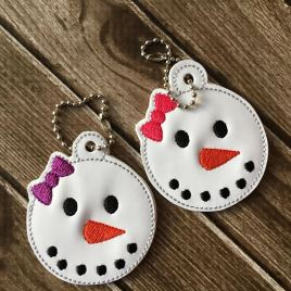 ITH Girly Snowman Zipper Pull – 4×4, 4×4 and 5×7 grouped included- Embroidery Design – DIGITAL Embroidery DESIGN