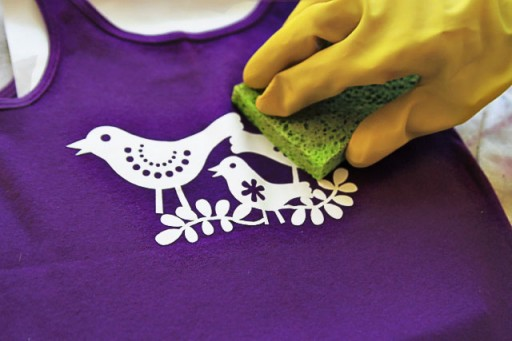 Bleach stencil tutorial (using Silhouette Machine) via lilblueboo.com
