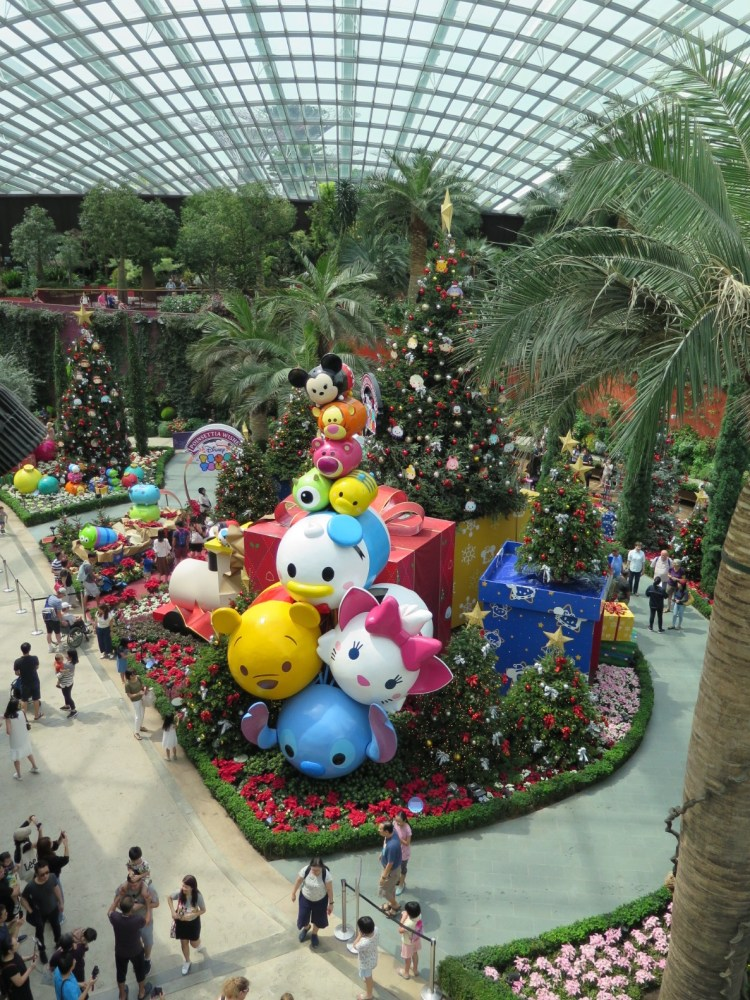 Gardens By The Bay Presents Poinsettia Wishes Featuring Disney Tsum