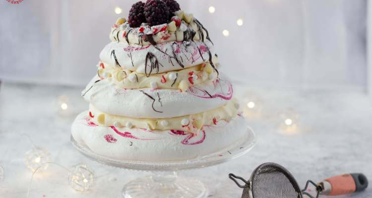 peppermint white chocolate pavlova - feature | lilcupcakemonkey.com