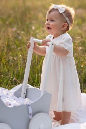 sukienka-dla-dziewczynki-wyprawka-prezent-dla-mlodej-mamy-baby-shower-na-chrzest-roczek-polska-produkcja-amelia-haftowana-lilen
