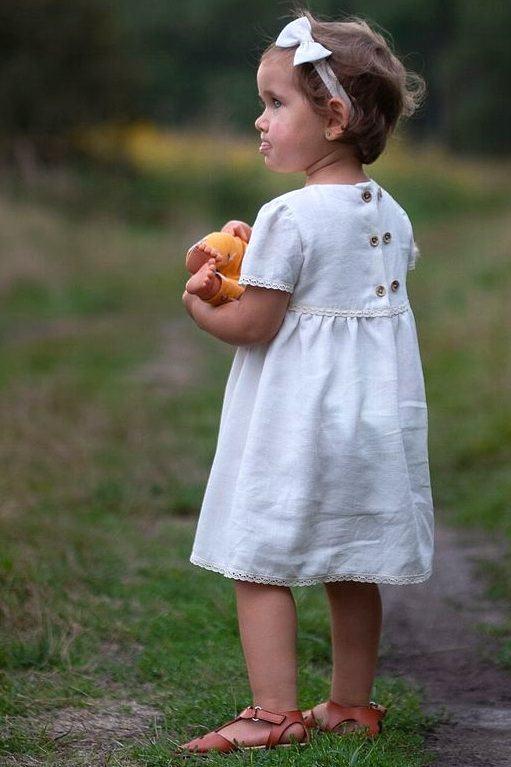 sukienka-dziecieca-na-sesje-zdjeciowe-rodzinne-w-stylu-boho-rosnie-z-dzieckiem-piekna-delikatna-handmade-lilen