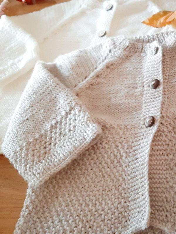 biale-bezowe-sweterki-na-chrzest-rozpinane-welna-merino-cieplutkie-recznie-robione-na-drutach-lilen
