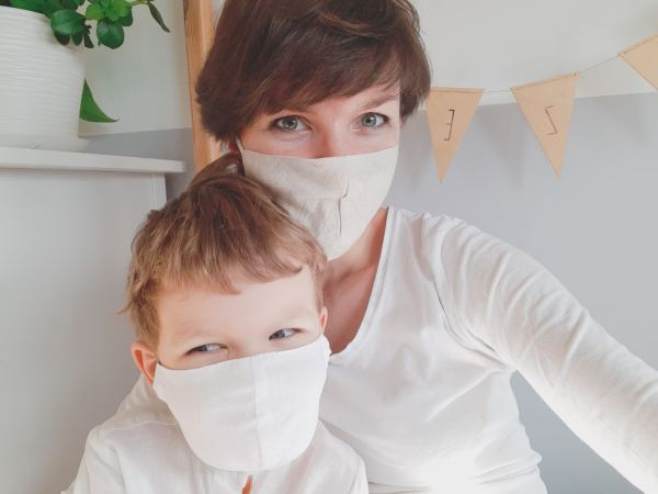 maseczka-bawelniana-oddychajaca-przewiewna-naturalna-dla-dziecka-koronawirus-zaslania-nos-i-usta-jak-dobrac-maseczke-dla-dziecka
