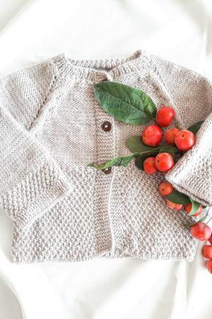 sweterek-do-chrztu-dla-niemowlaka-niemowlecy-bezowy-pastelowy-bardzo-miekki-azurowy-robiony-recznie-w-polsce-merinowool-lilen-62-68