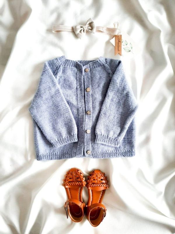 sweterek-rozpinany-dla-dziewczynki-handmade-lawendowy-pastelowy-azurowy-na-drutach-welna-merino-lilen