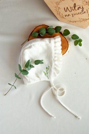 czapeczka-buciki-niemowlece-do-chrztu-delikatne-stylowe-lilen