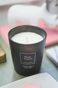 Black Vanilla Candle - LiliesandLoafers