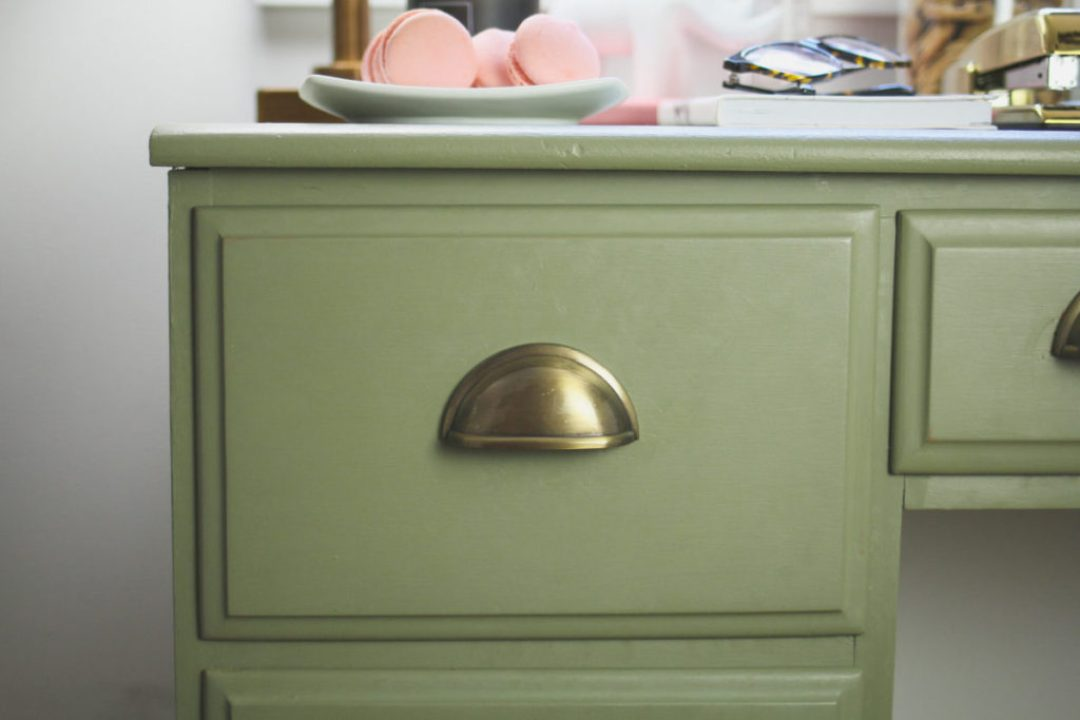 LiliesandLoafers - DIY Desk Makeover with Annie Sloan Chalk Paint